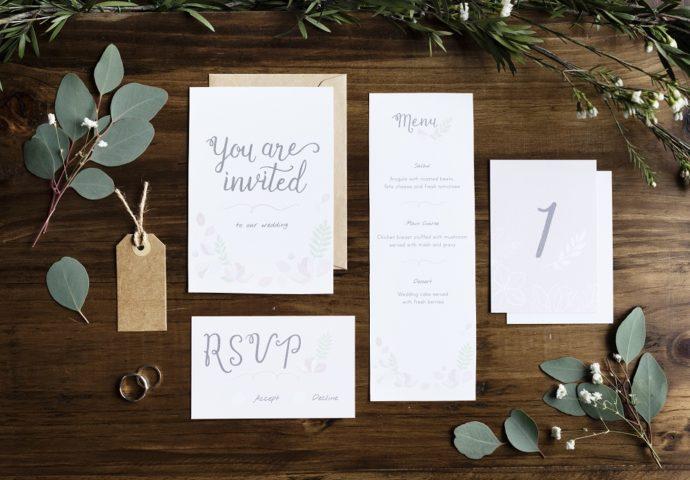 結婚式のおしゃれな紙の招待状