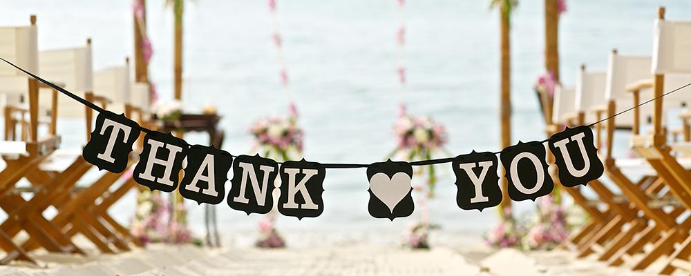 結婚式に協力してくれた人に感謝を伝えたい!お礼の渡し方&マナー