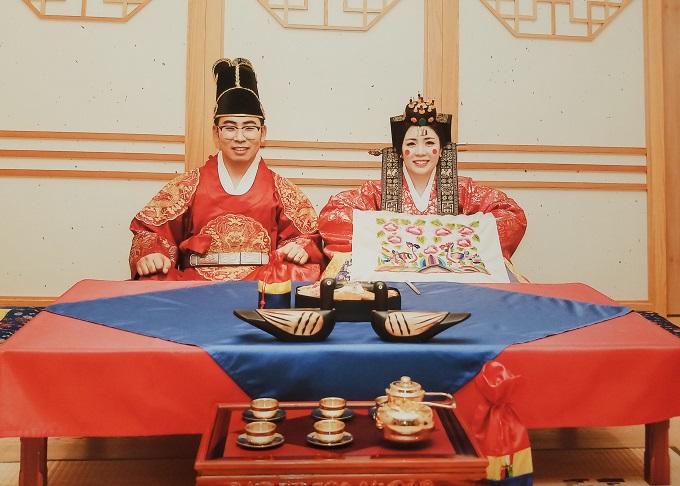 韓国の方との国際結婚。韓国の伝統衣装チマチョゴリに身を包んた結婚式の前撮りの様子